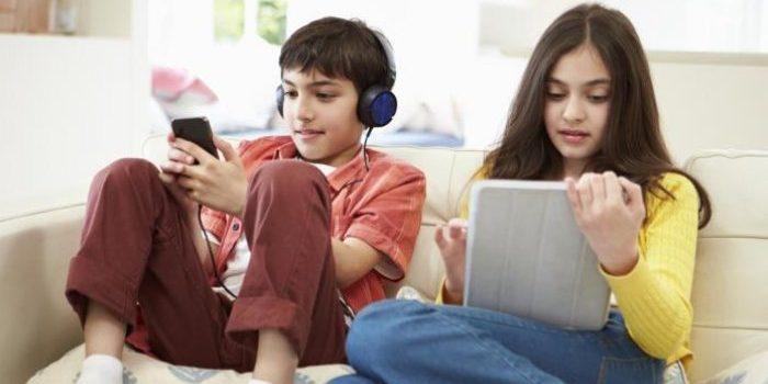 Sisi Negatif Gadget Pada Remaja